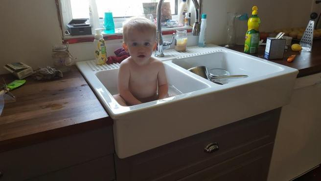baby-in-sink